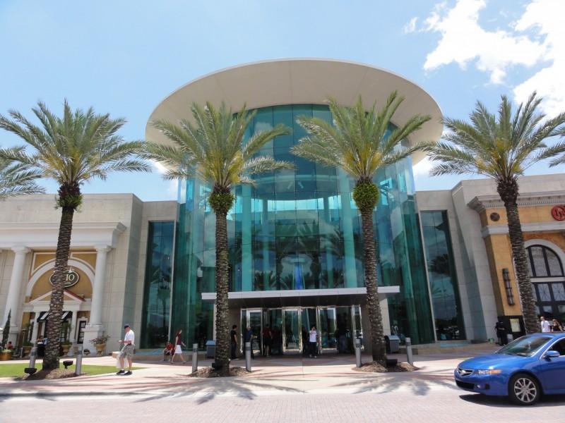 De compras en Florida, la moda en clima tropical