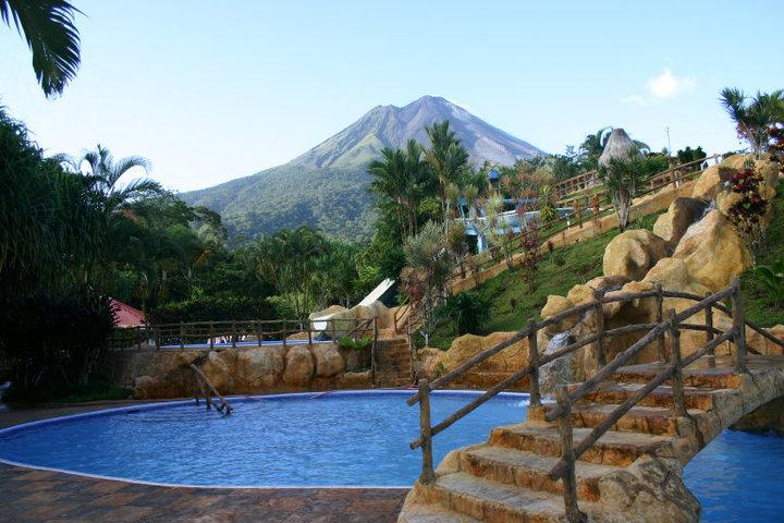 Aguas termales en La Fortuna de San Carlos: cinco relajantes opciones
