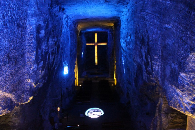 El municipio de Zipaquirá tiene el orgullo de ser hogar de la Primera Maravilla de Colombia, la Catedral de Sal, una de las atracciones turísticas más visitadas de todo el país.