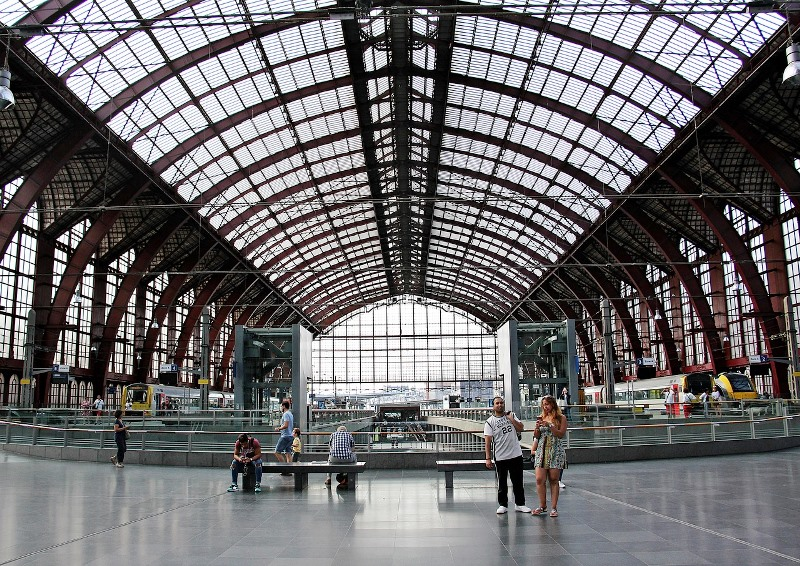 railway-station-1653817_1280