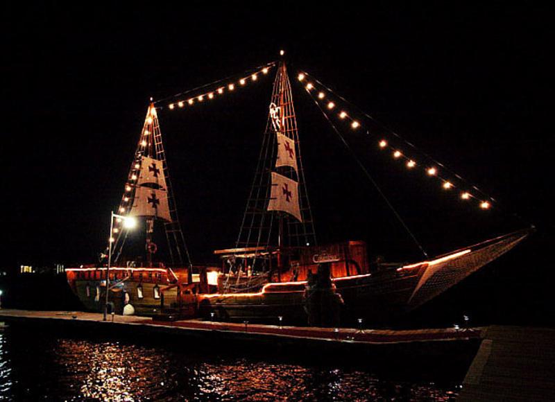 Galeón español Columbus en la laguna Nichupté