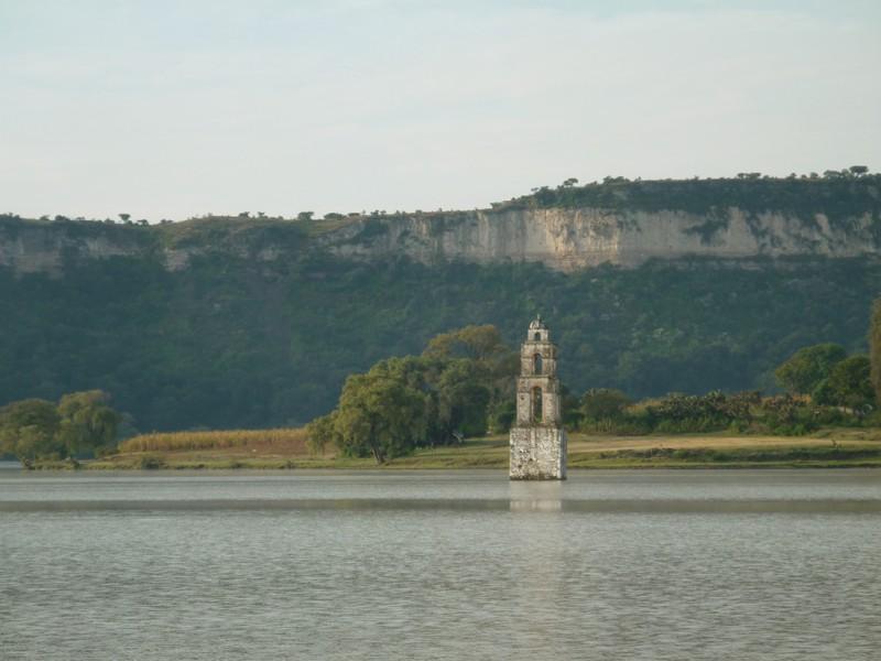 4 iglesias bajo el agua en México